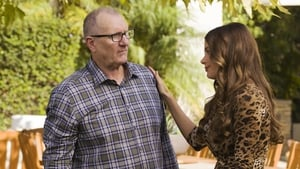 Modern Family Season 8 : Episode 13
