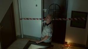 Un etaj mai jos (2015), film online în limba Română