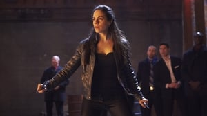 Lost Girl: 1×1