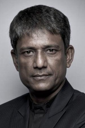 Adil Hussain isAgent de l'Immigration