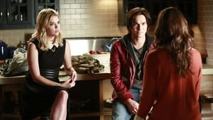 Pretty Little Liars Season 4 : The Mirror Has Three Faces