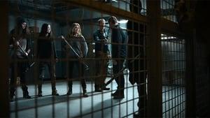 Van Helsing S01E01