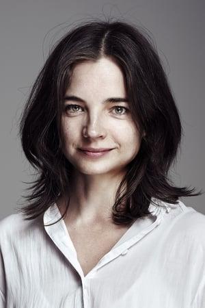 Louise Peterhoff isHanna
