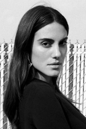 Luisa Moraes isVictoria Raymond