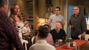 Modern Family Season 10 :Episode 10  Stuck in a Moment