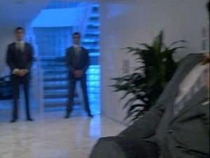 Seriale HD subtitrate in Romana Miami Vice Sezonul 4 Episodul 16 Honor Among Thieves?