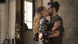 Younger S03E01
