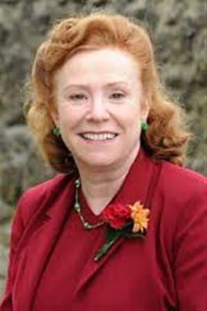 Melanie Hill isCissie Charlton
