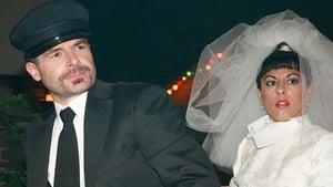 Swingers, una boda exprés y una niña huerfanita