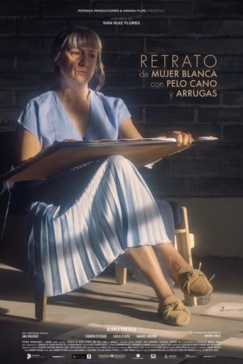 Retrato de mujer blanca con pelo cano y arrugas