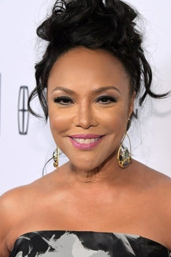 Lynn Whitfield alias Lady Mae Greenleaf