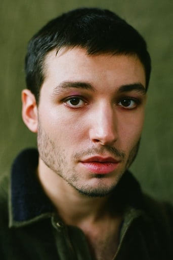 Ezra Miller alias The Flash / Barry Allen