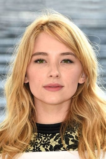 Haley Bennett alias Megan Hipwell