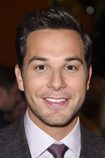 Skylar Astin Profile photo