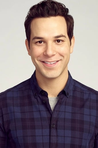 Skylar Astin alias Professor James Morrow
