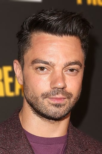Dominic Cooper alias Howard Stark