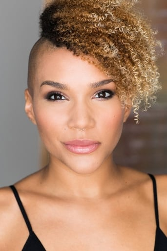 Emmy Raver-Lampman isAllison Hargreeves