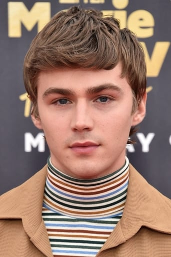 Image of Miles Heizer