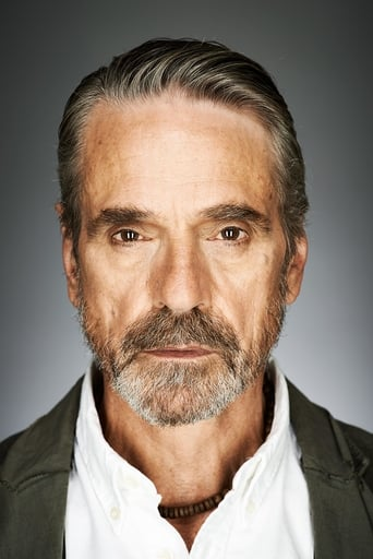 Jeremy Irons alias Alfred Pennyworth