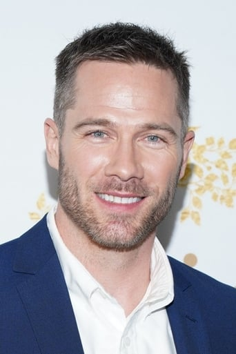 Image of Luke Macfarlane