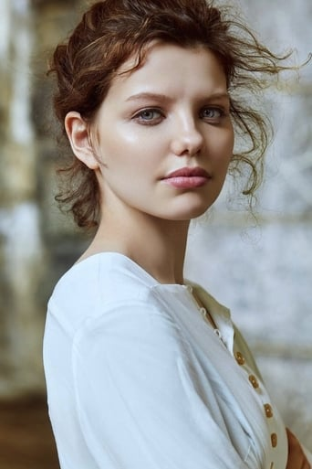 Image of Chloë Levine