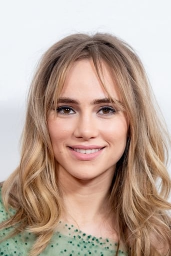 Suki Waterhouse alias Ms. Norman