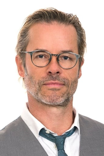 Guy Pearce alias Dr. Emil Harting