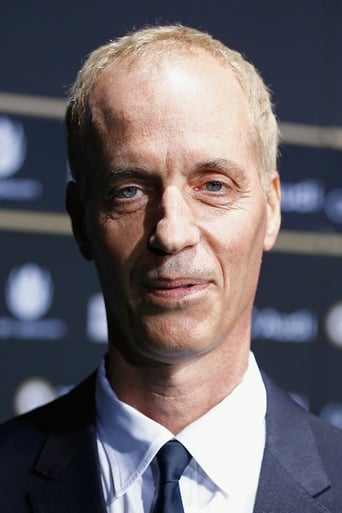 Dan Gilroy - Screenplay / Director