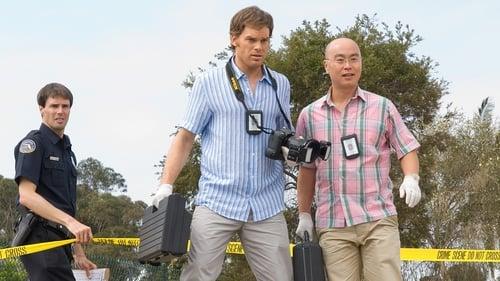 Dexter - Season 2 - Episode 1: It's Alive!