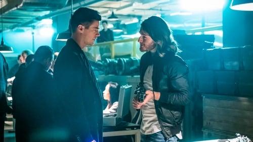 The Flash - Season 5 - Episode 13: Goldfaced