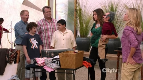 Modern Family - Season 4 - Episode 6: Yard Sale