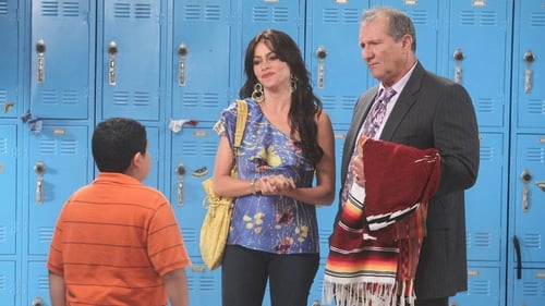 Modern Family - Season 1 - Episode 6: Run For Your Wife