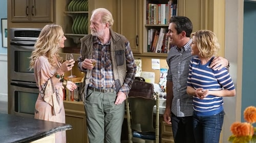 Modern Family - Season 11 - Episode 8: Tree's a Crowd