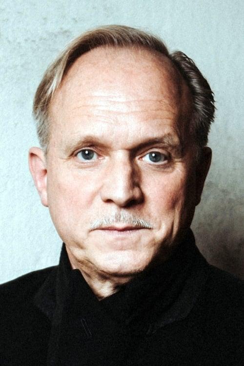 Voir Ulrich Tukur présenter des films
