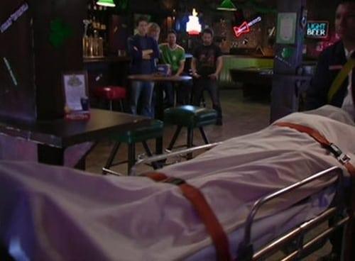 It's Always Sunny in Philadelphia - Season 1 - Episode 6: The Gang Finds A Dead Guy