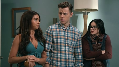 Modern Family - Season 11 - Episode 2: Snapped