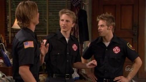 Complete Savages: Season 1 – Episod Almost Men in Uniform