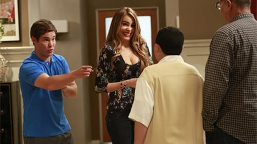 Modern Family - Season 5 - Episode 6: The Help