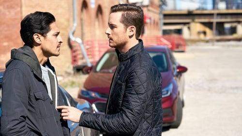 Chicago P.D.: Season 5 – Episode Care Under Fire
