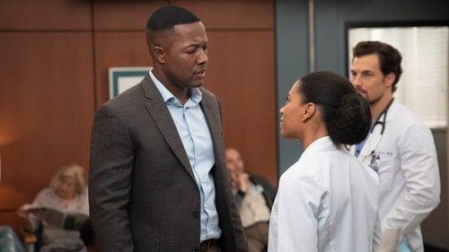 Grey's Anatomy - Season 15 - Episode 4: Momma Knows Best