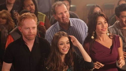 Modern Family: Season 1 – Episode Travels with Scout