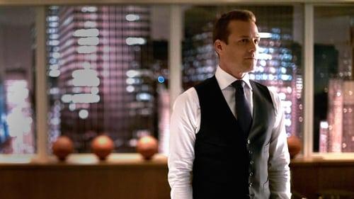 Suits - Season 5 - Episode 13: God's Green Earth