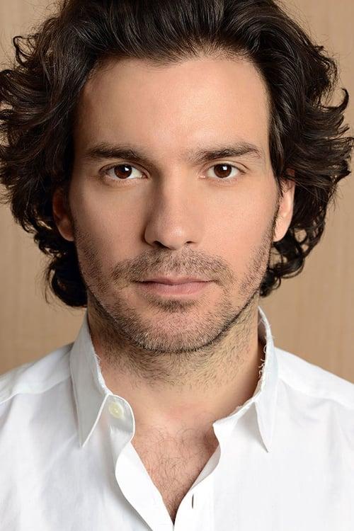 Santiago Cabrera