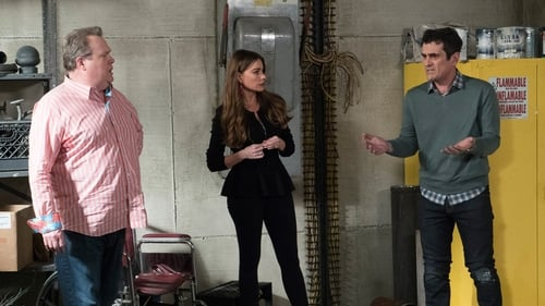 Modern Family - Season 9 - Episode 21: The Escape