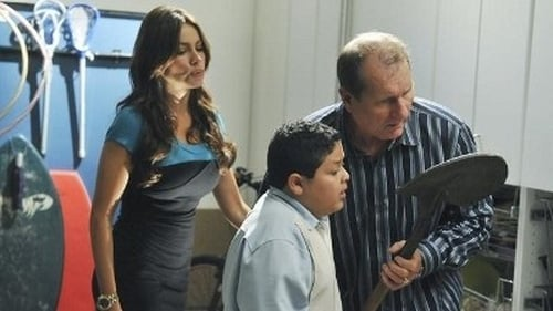 Modern Family - Season 2 - Episode 5: unplugged
