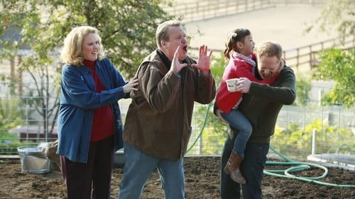 Modern Family - Season 5 - Episode 8: ClosetCon '13