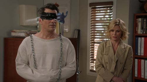 Modern Family - Season 8 - Episode 17: Pig Moon Rising