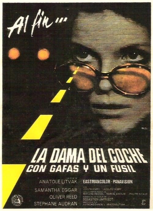 Mira La dama del coche con gafas y un fusil Gratis En Línea