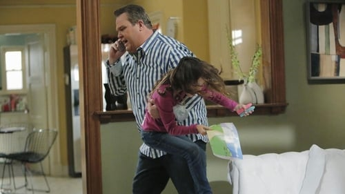 Modern Family - Season 6 - Episode 9: Strangers in the Night