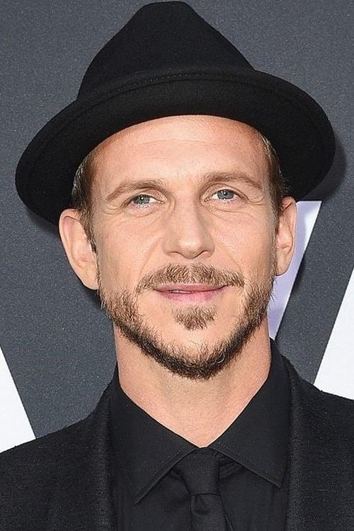 Kép: Gustaf Skarsgård színész profilképe